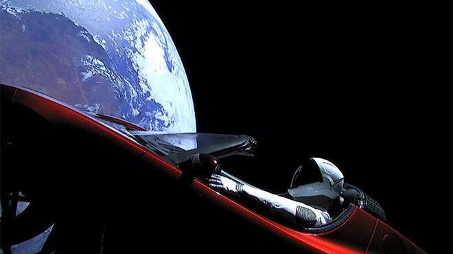 falcon-heavy-ile-uzaya-atilan-tesla-roadstera-uzayli-mesaji-2-660x371.jpg