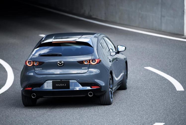 Next-Gen-Mazda-3-Gear-Patrol-slide-2-1940x1300.jpg